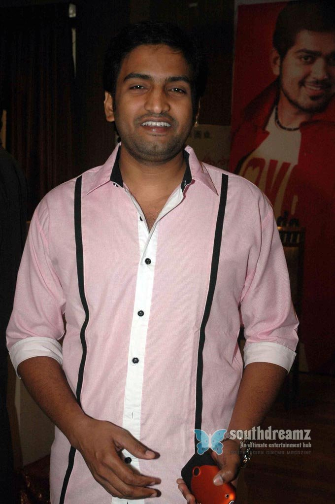 Santhanam tamil comedy actor exclusive stills 2