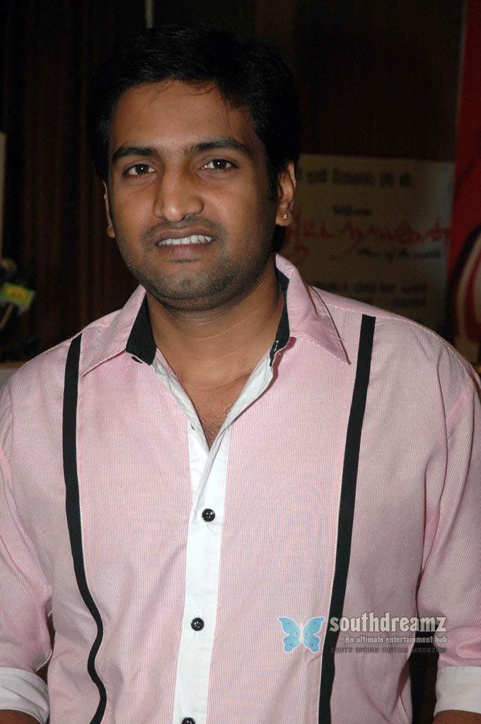 Santhanam tamil comedy actor exclusive stills 5