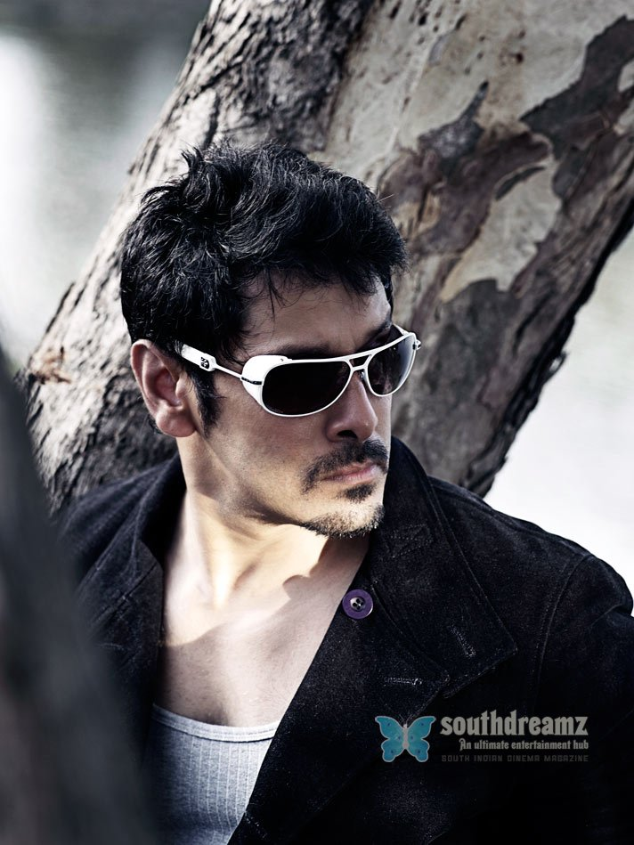 Tamil actor vikram chiyaan kenny stills 1