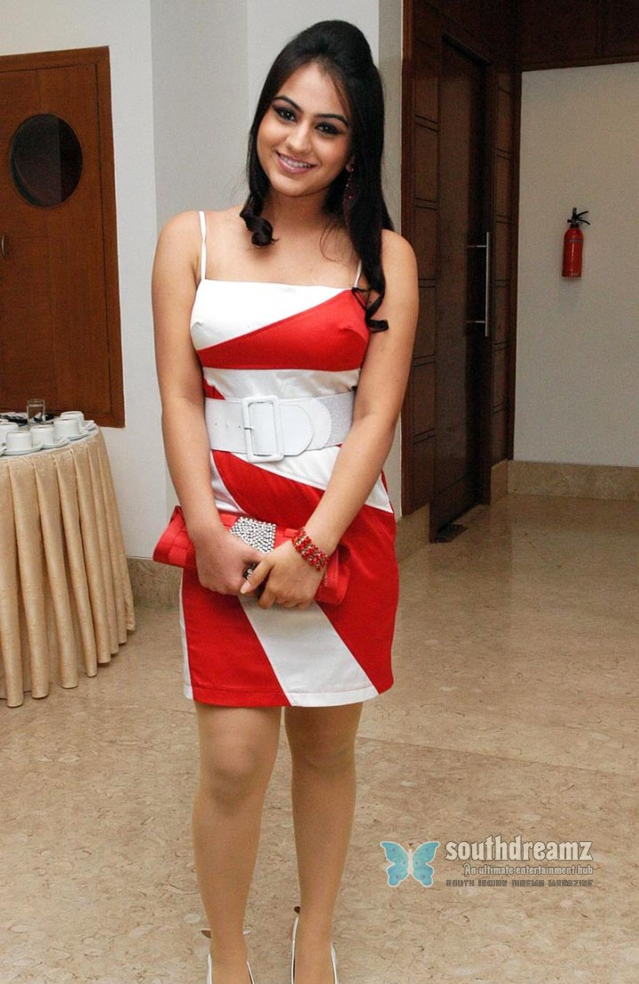Hot actress aksha stills 24