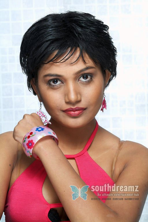Hot south actress anamika glamour pictures 8