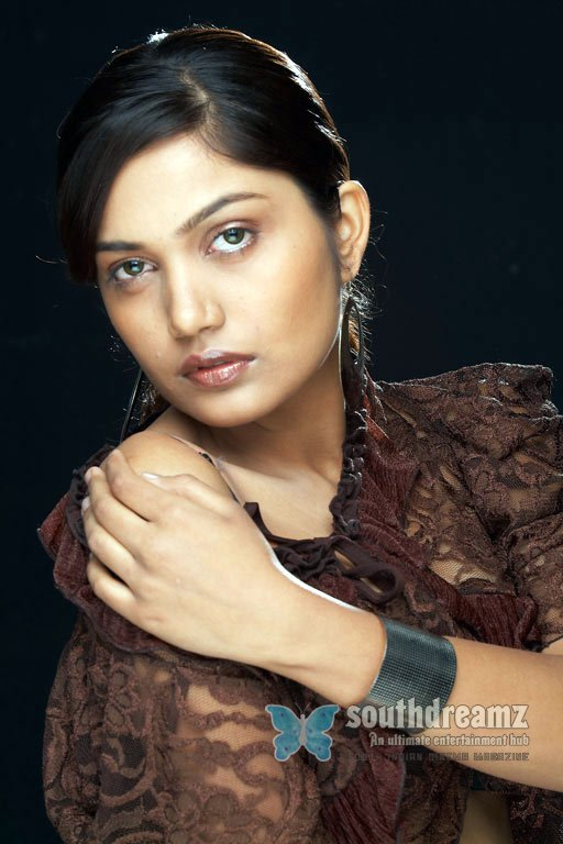 South actress anamika hot photos 8
