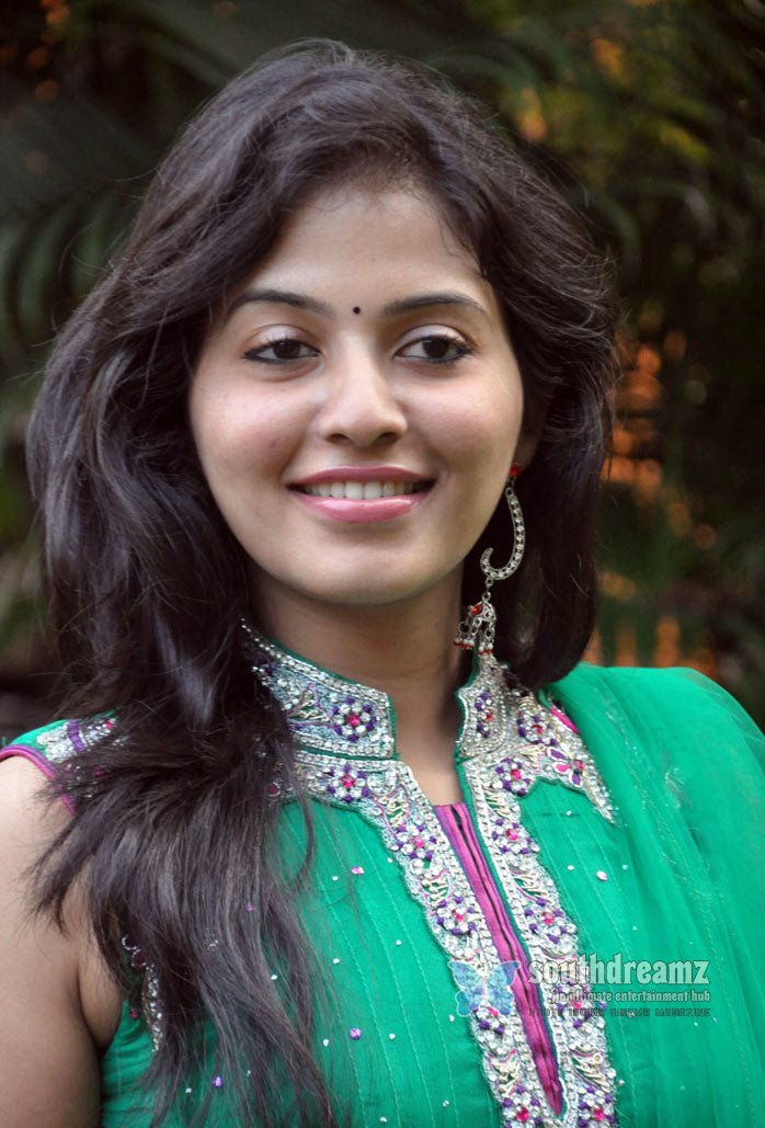 Tamil and telugu films actress anjali at aravaan press meet stills 10