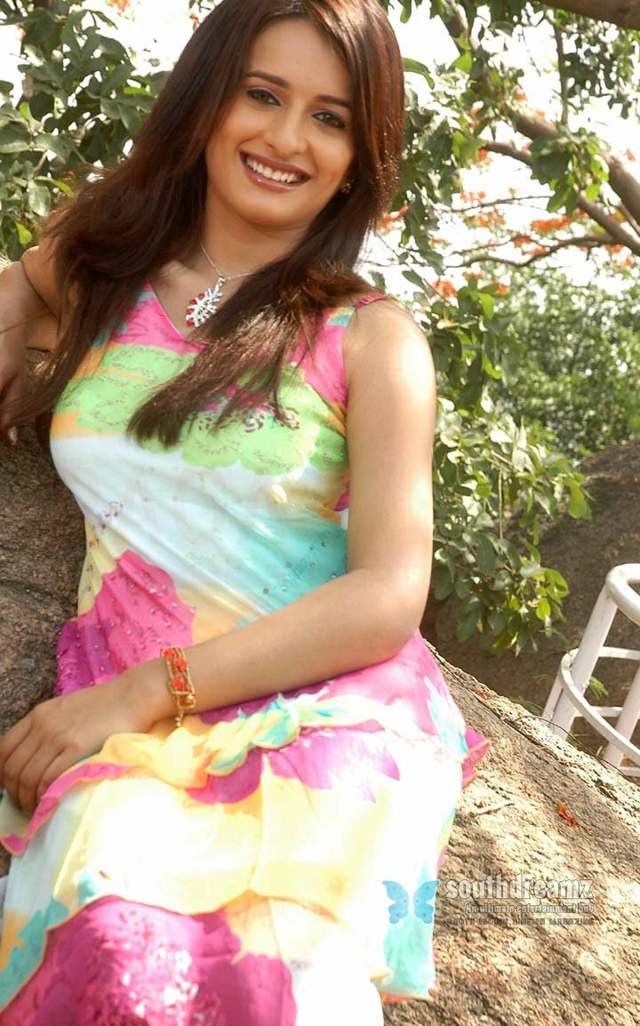 Hot telugu actress arya menon photos 55