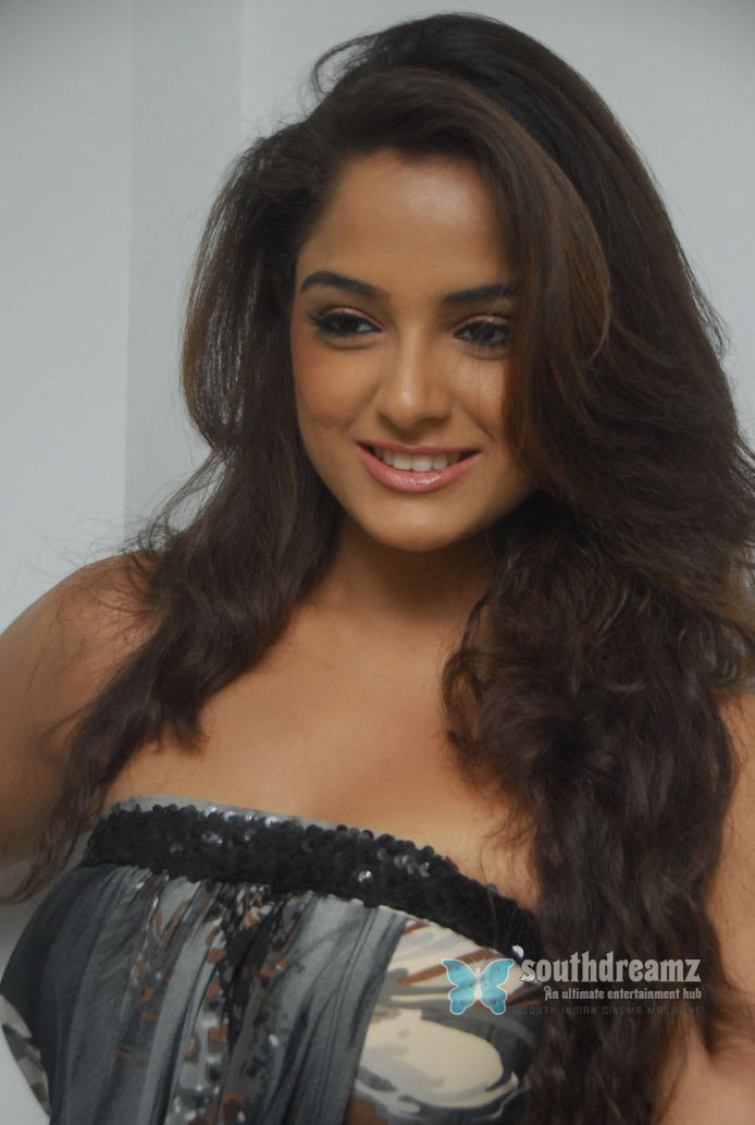 Masala actress asmita sood glamor photos 22