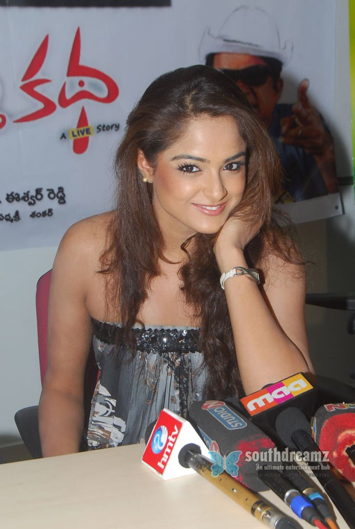 Masala actress asmita sood glamor photos 6