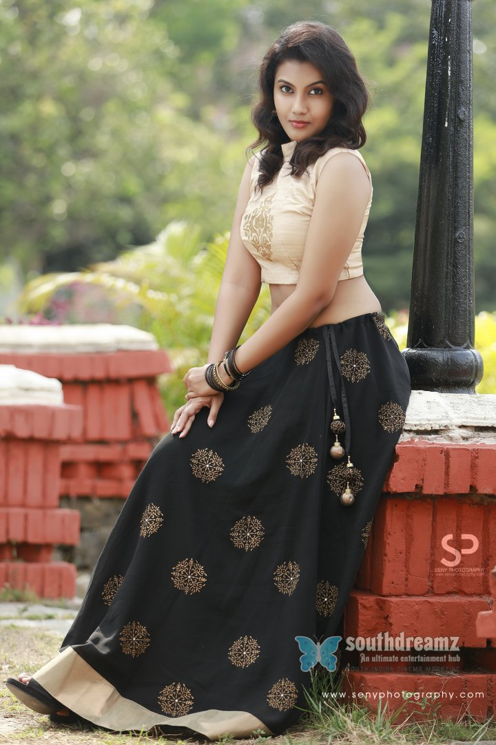Tamil actress chandhana stylish stills 13