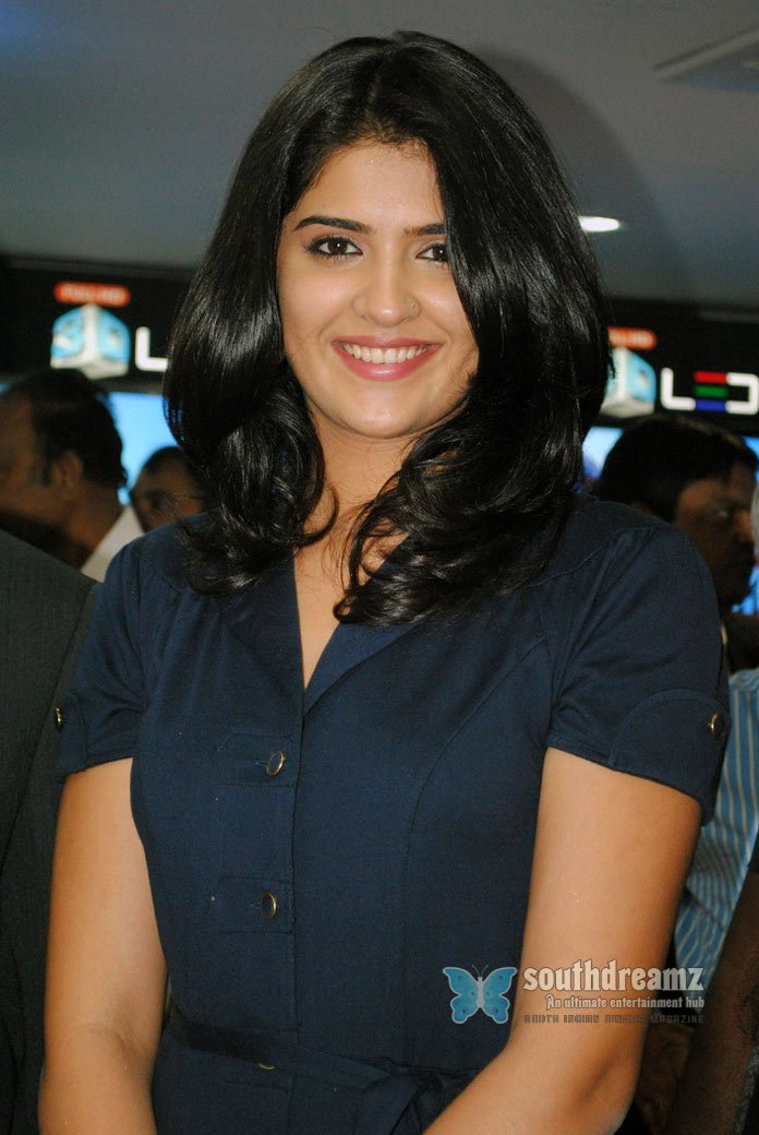 Deeksha seth at samsung plaza hitech city stills 51
