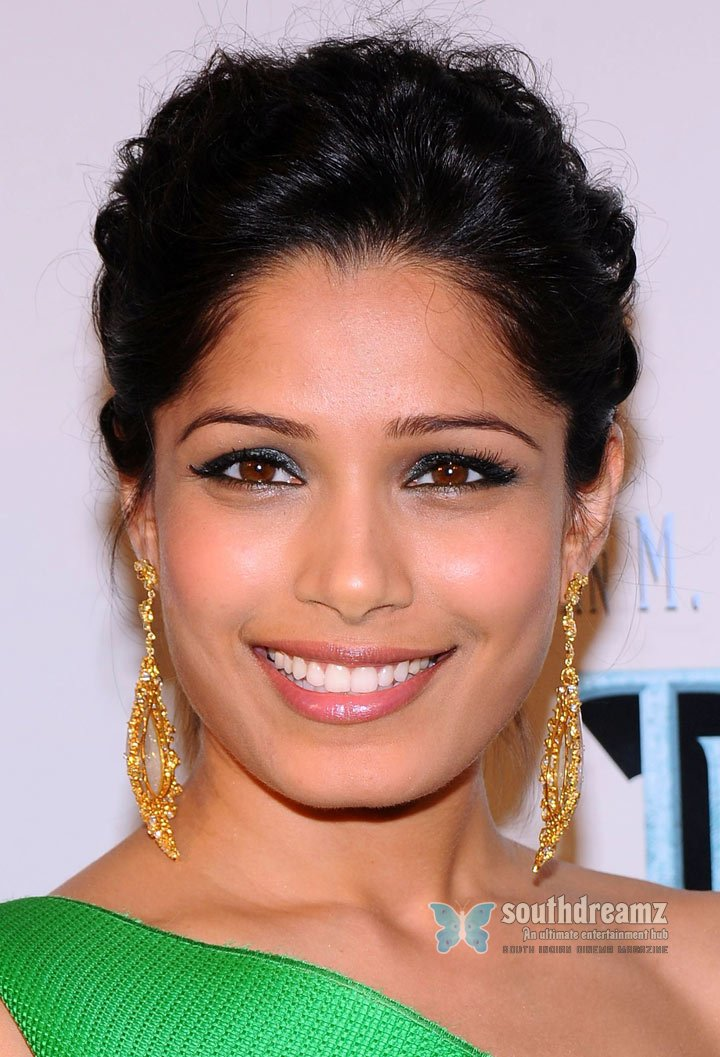 Freida pinto attends the last airbender premiere 3
