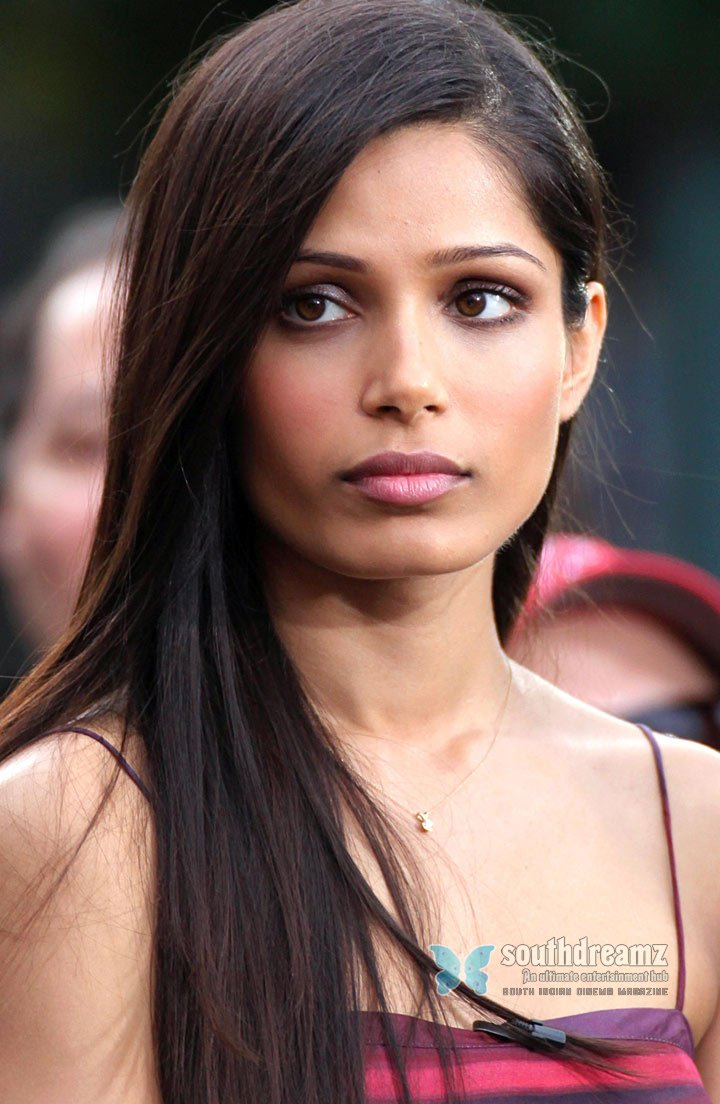 Freida pinto interviews with extra at the grove 12