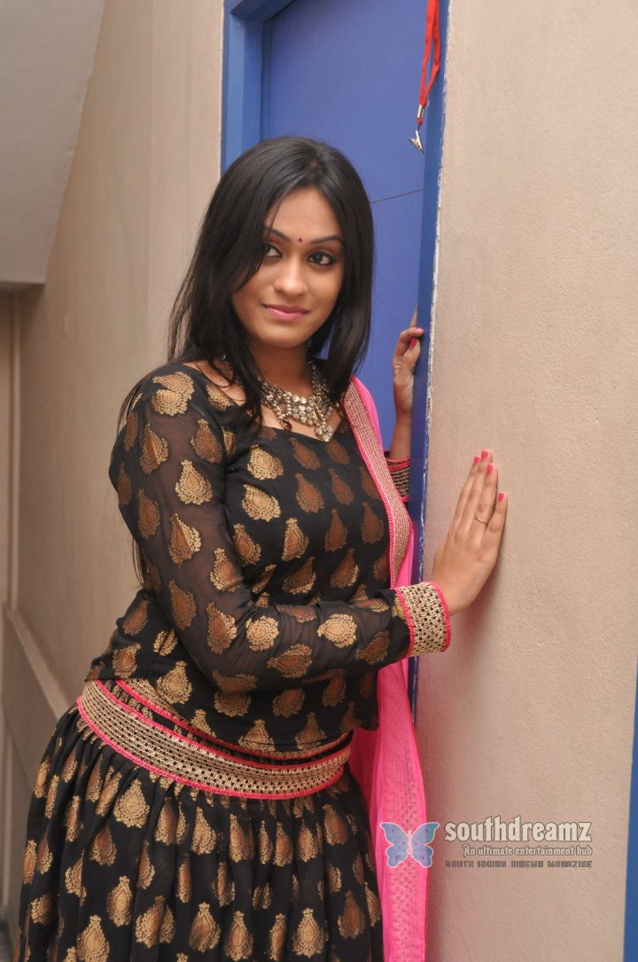 Tamil actress Geetha Bhagat spicy photos 16