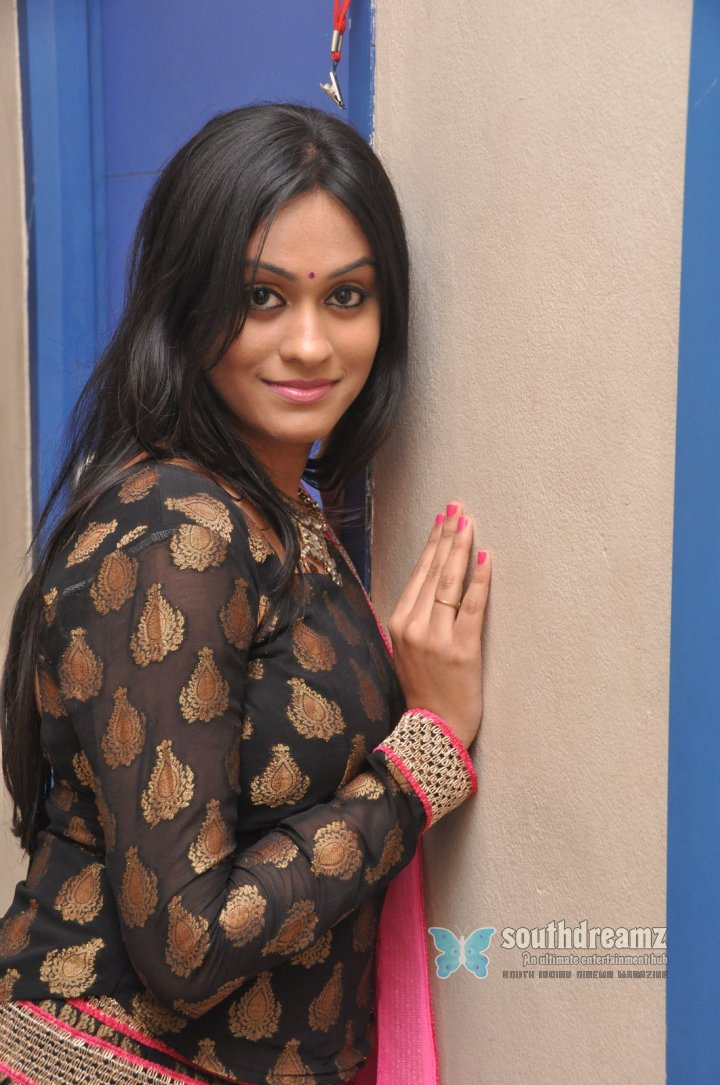 Tamil actress Geetha Bhagat spicy photos 9