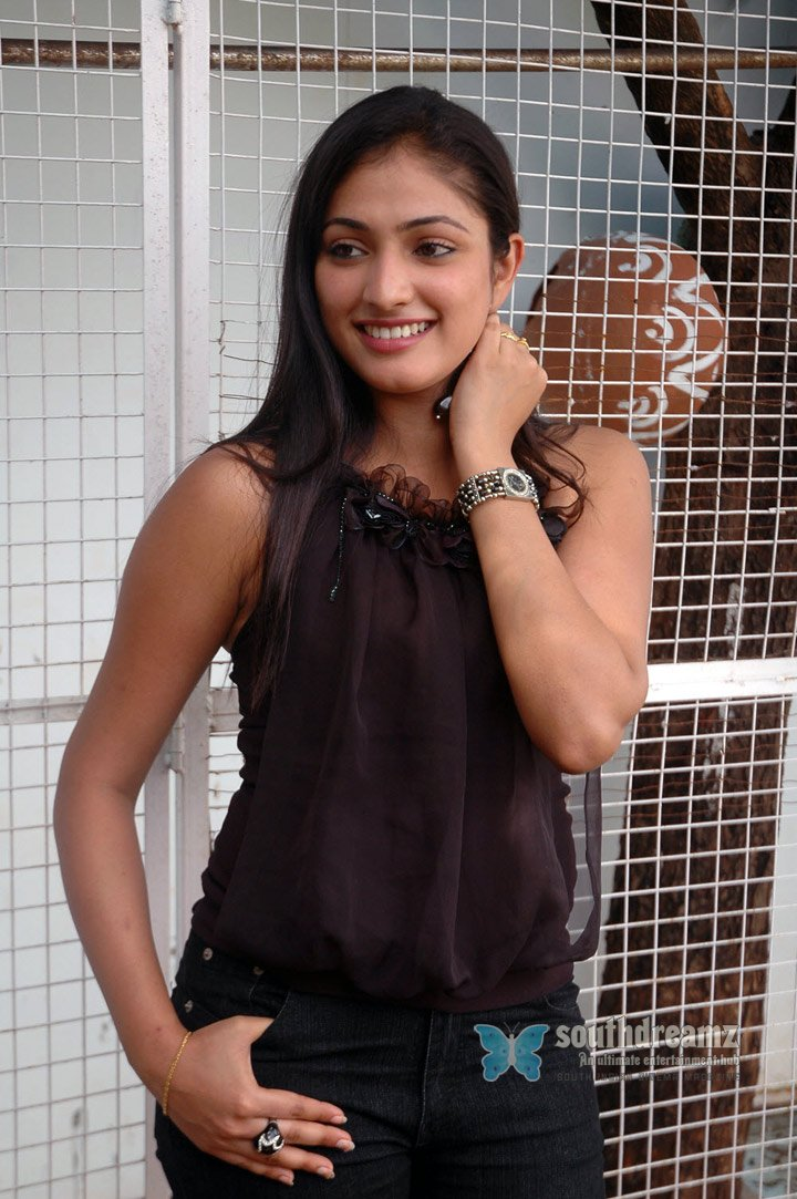 Actress haripriya spicy stills 62
