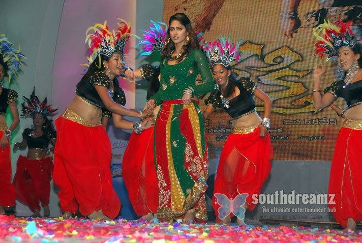 Indian glamour girl ileana spicy stills 9