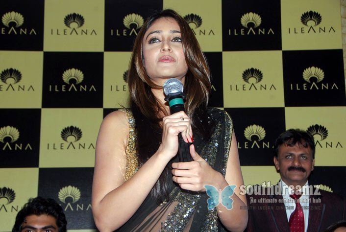 Tamil actress ileana glamour stills 20