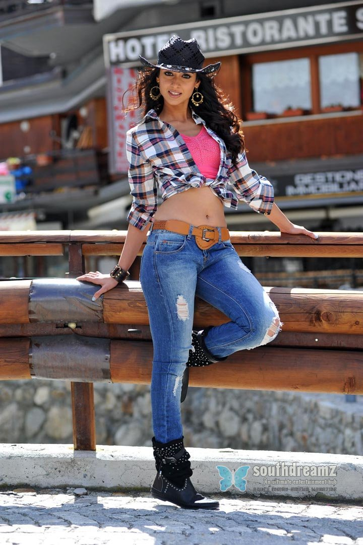 Cute actress ileana hot stylish photo shoot 133