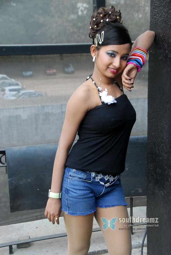 South indian glamour actress ishitha spicy pictures 48