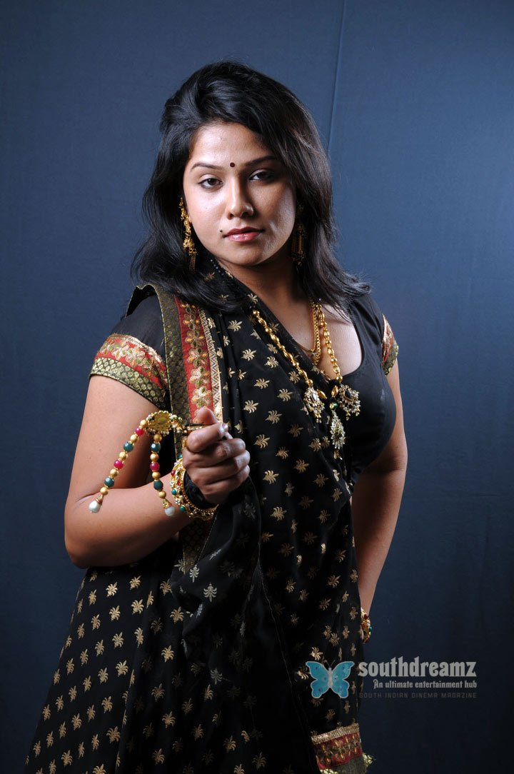 Indian glamour girl jyothi hot glamour pictures 56