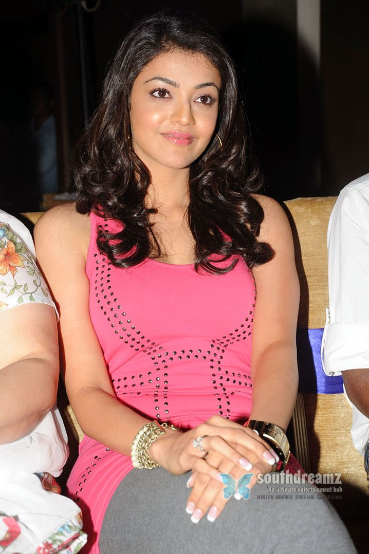 Tamil actress kajal agarwal hot glamour stills 55