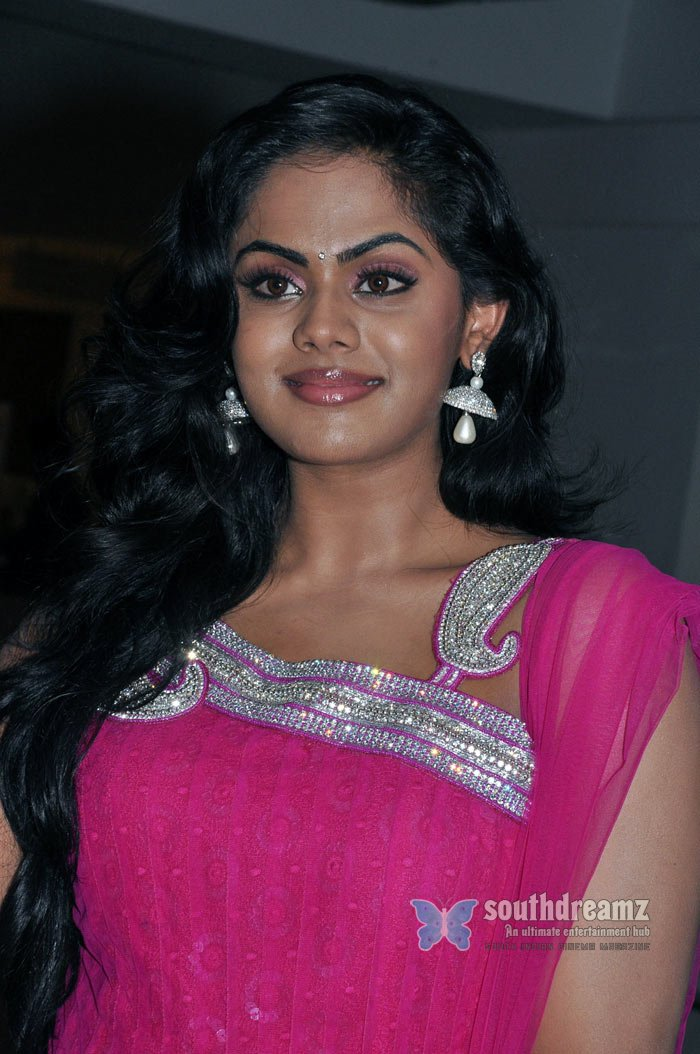 Exclusive karthika ko movie interview stills 35
