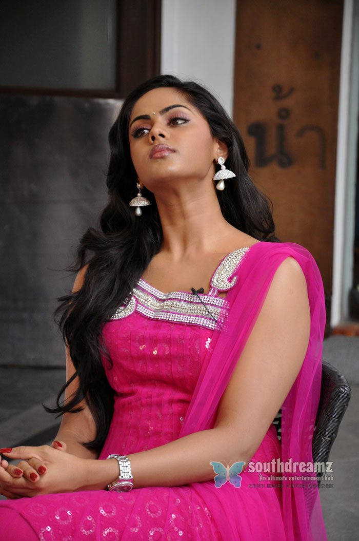 Exclusive karthika ko movie interview stills 7