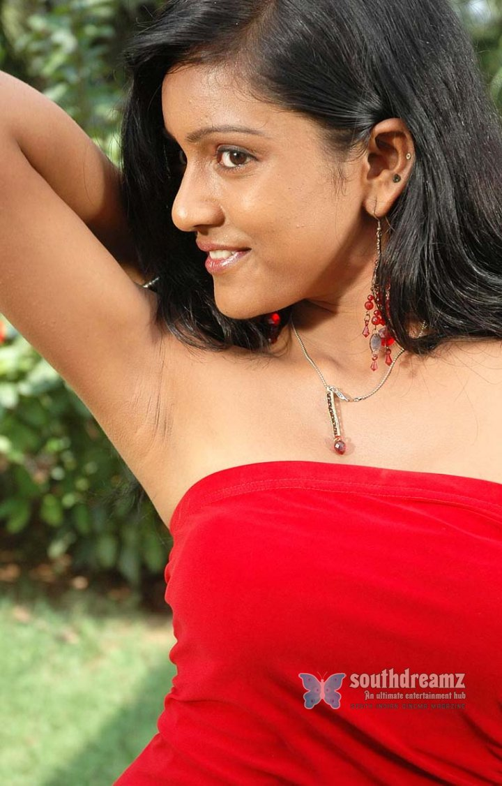 Hot actress keerthi pictures 16