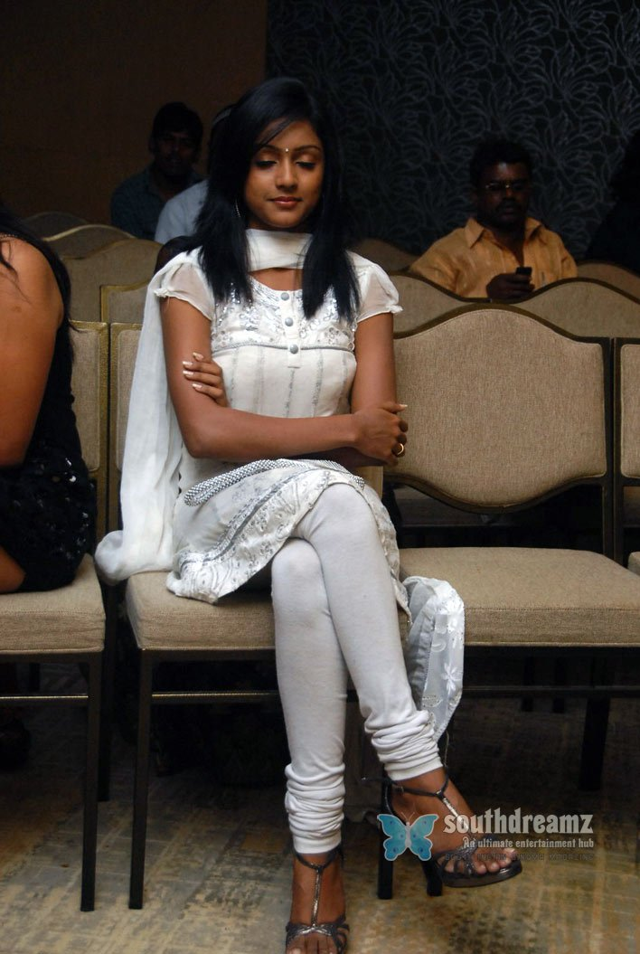 Actress keerthi glamour stills 1