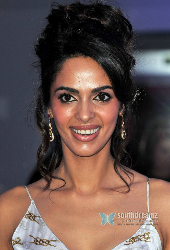 Images Of Indian Glamour Actress Mallika Sherawat Masala Photos