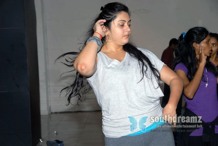 Glamour actress namitha dance rehearsals photos 38