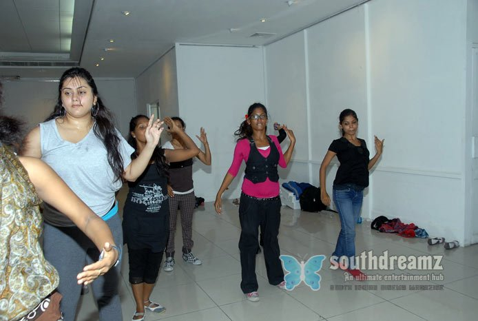 Glamour actress namitha dance rehearsals photos 51