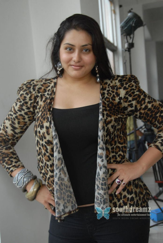 Item dancer namitha glamour stills 57