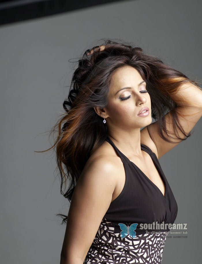 Spicy girl neetu chandra hottest photoshoot 33