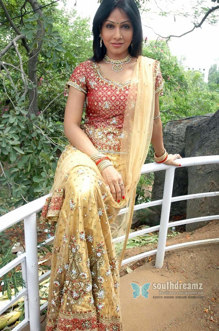 Actress paaki spicy stills 56