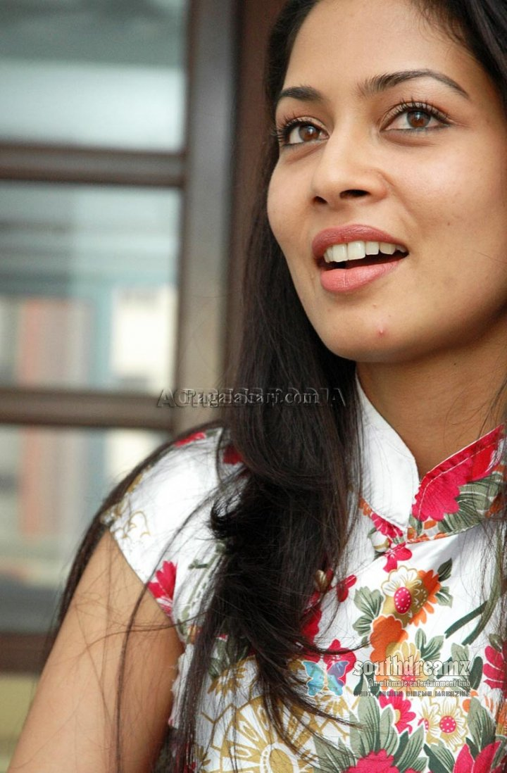 Spicy actress po   Naan Kadavul Pooja