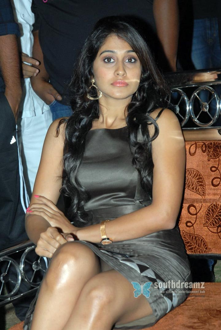 South indian glamour actress regina hot stills 9