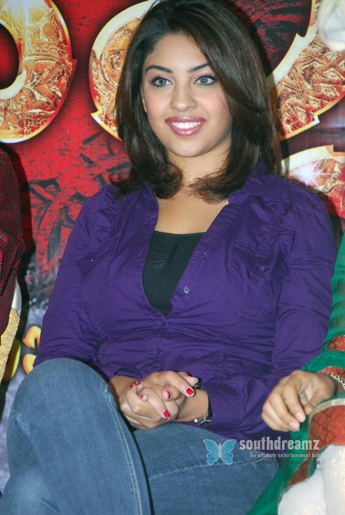 Indian glamour actress richa spicy stills 9