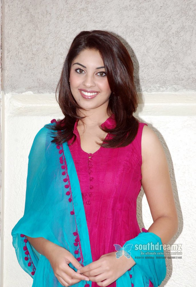 Indian glamour girl richa gangopadhyay masala stills 11