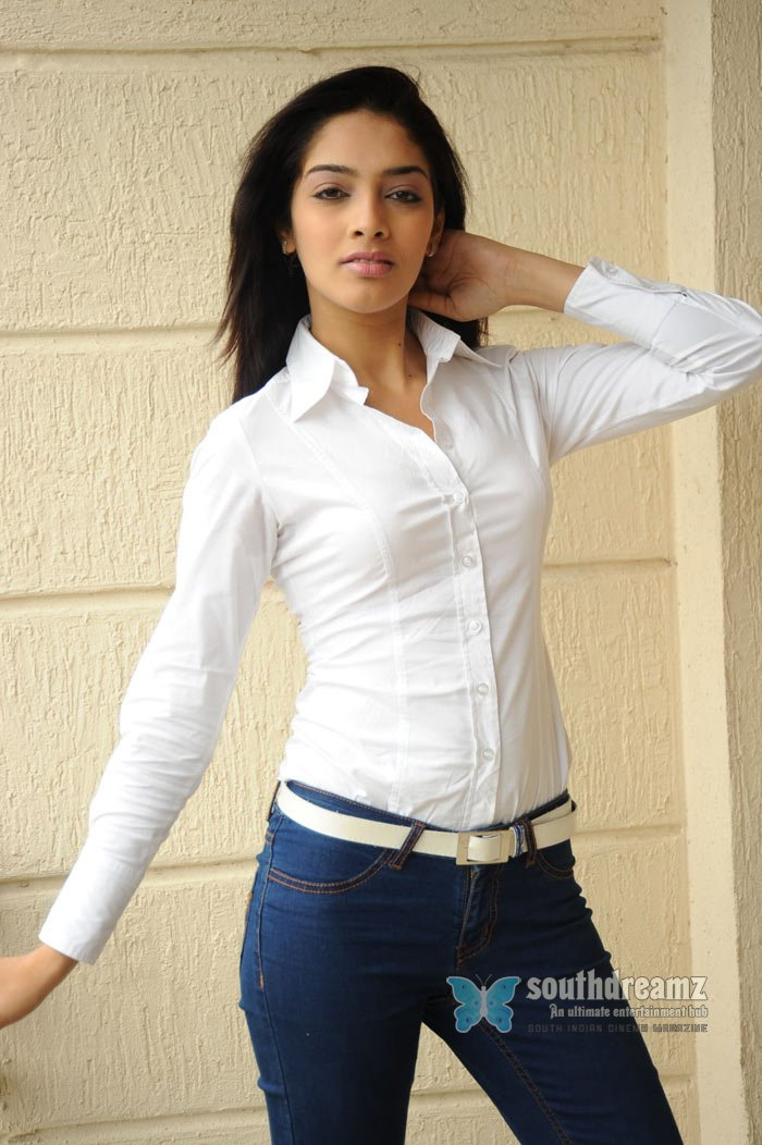 Tamil actress ritika hot stills 4