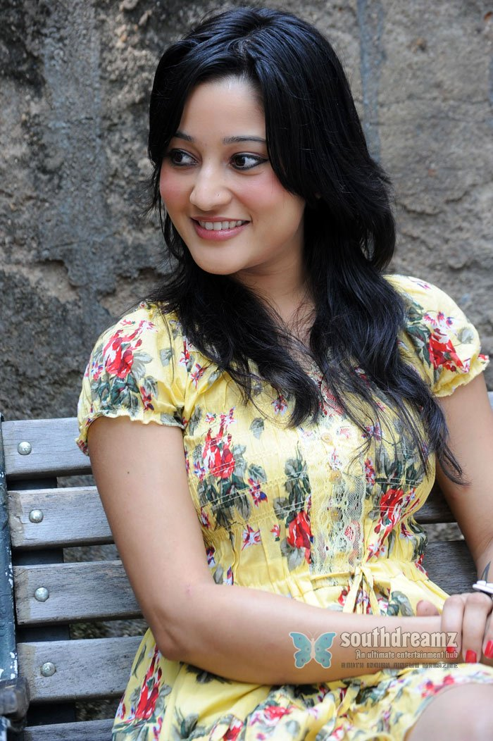 Telugu actress ritu barmecha spicy pictures 218