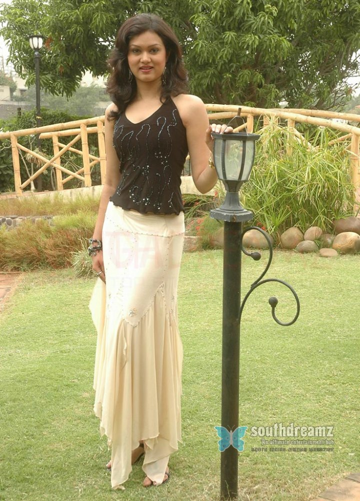 Actress shikha pictures 21