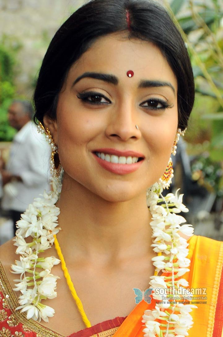 Indian masala actress shriya saran hot stills 25