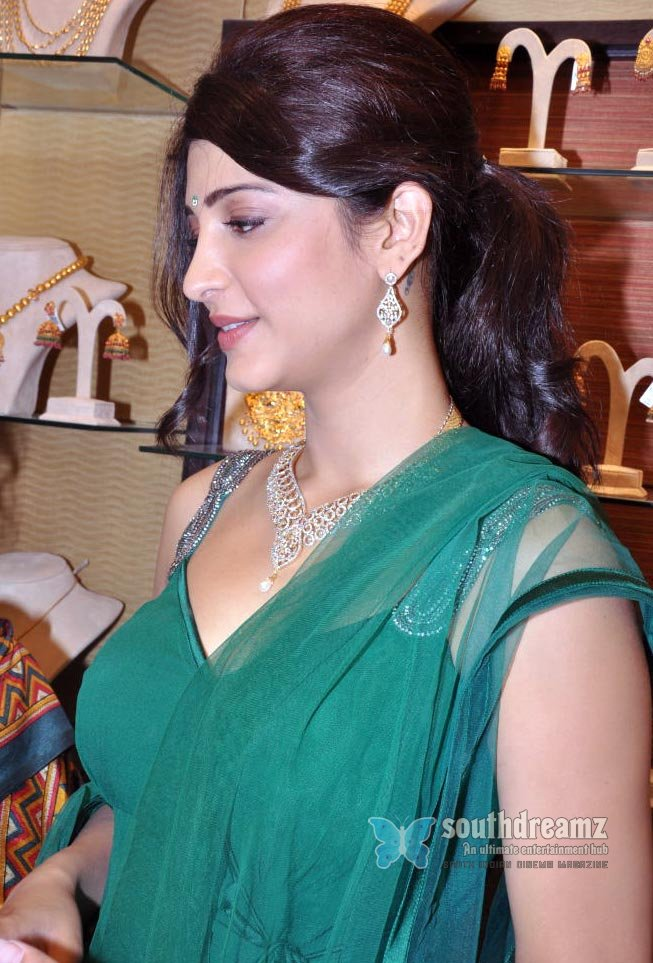 Actress  Shruti Haasan  Exclusive Designer Sarees  Andhra Actress Shruthi Hassan -2106