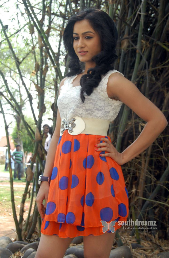 Hot photo shoot of smithika famous fashion designers style 84