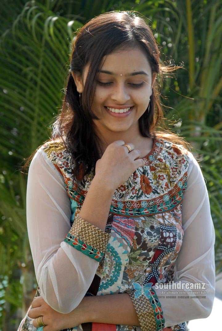 Actress sri divya never seen before pictures 11