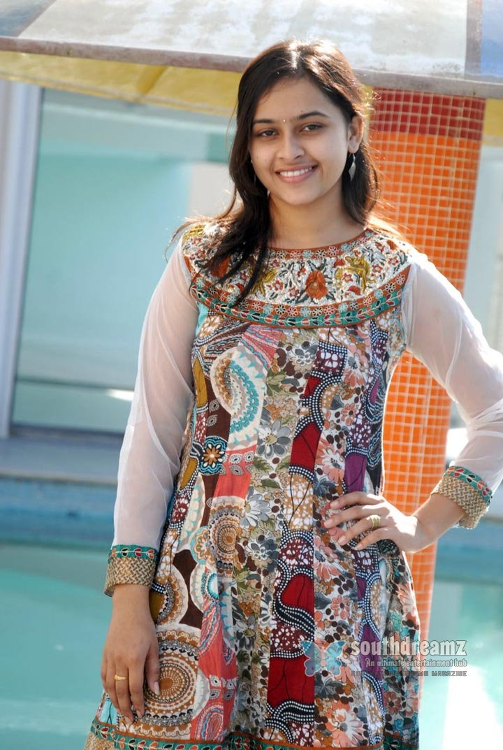 Actress sri divya never seen before pictures 1