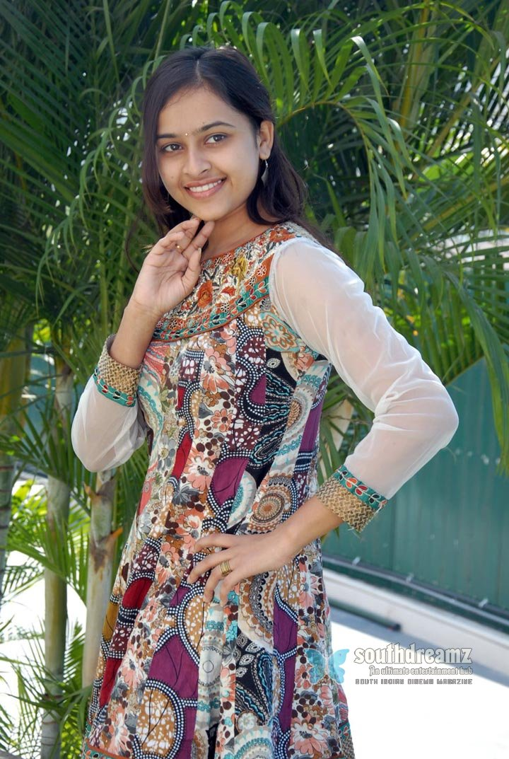 Actress sri divya never seen before pictures 25