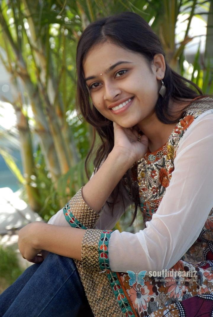 Actress sri divya never seen before pictures 50