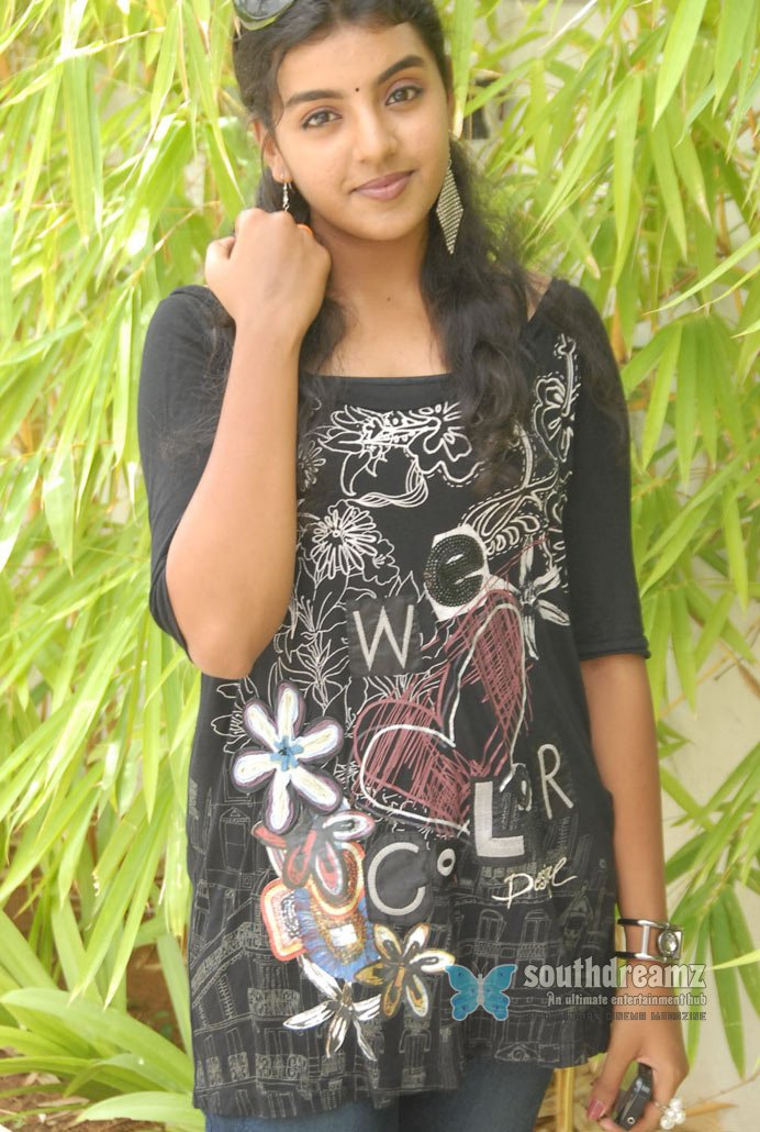 Kerala actress sri divya glamour stills 13