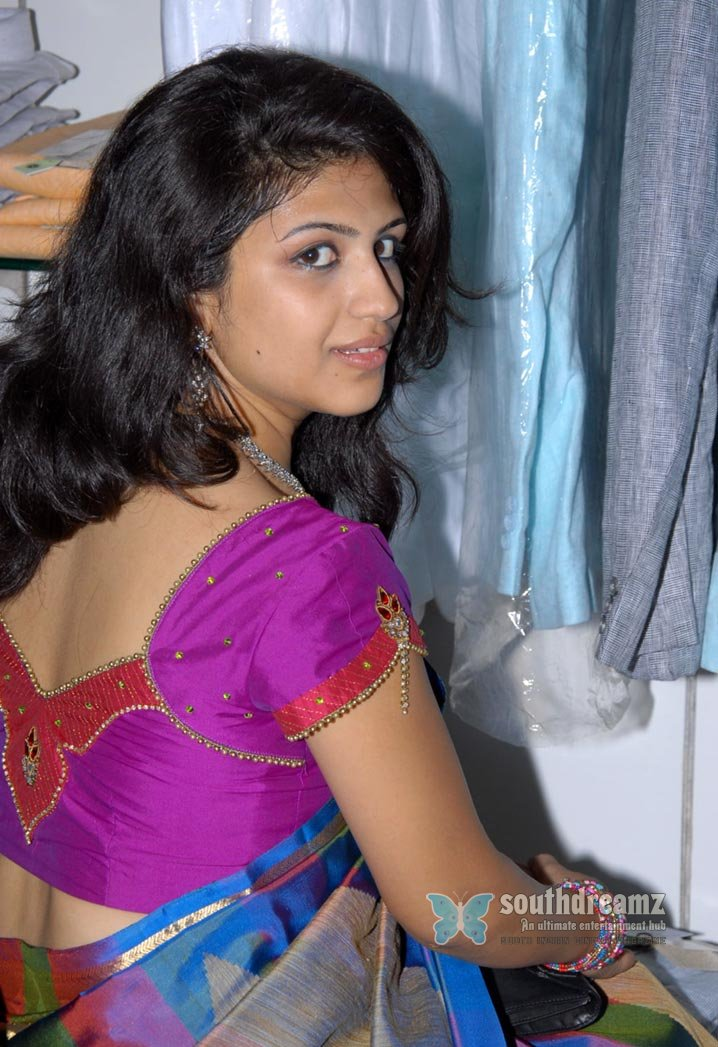 Supriya how to pose at a photo shoot 7