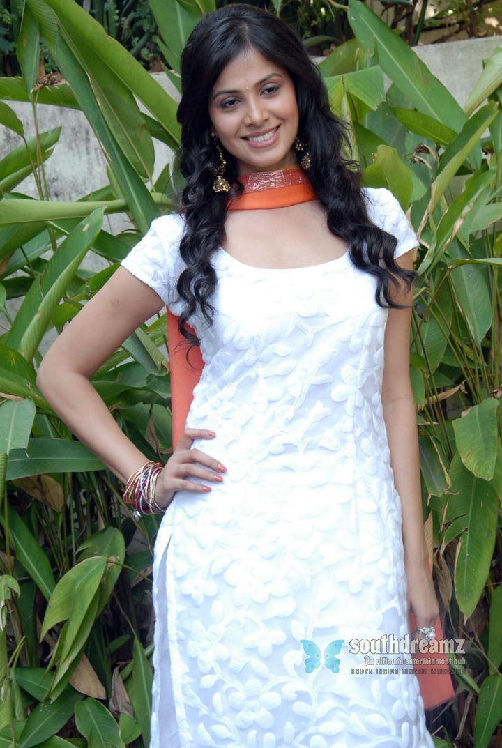 Telugu actress supriya hot photos 13